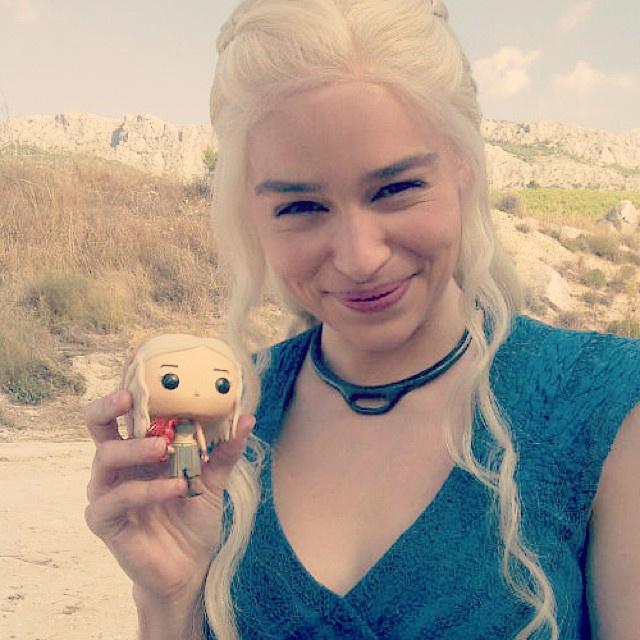 daenerys-et-sa-figurine.jpg